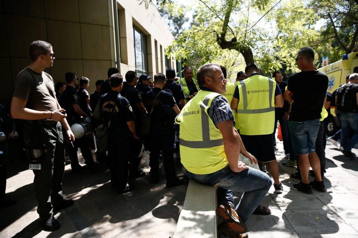 """Σκουριές: """"Σκιά"""" 500 απολύσεων για τους εργαζόμενους – Ετοιμάζονται για Χριστούγεννα στο Υπουργείο"""