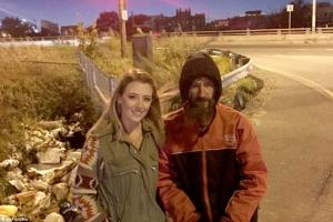 Άστεγος της έδωσε τα τελευταία του 20 δολάρια – Του επέστρεψε 239.000