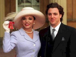 Διαψεύδει τον γιο της η Τζόαν Κόλινς – «Δεν ήταν παιδεραστής ο άντρας μου»