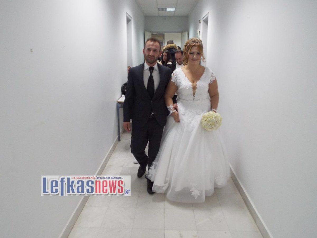 """Λευκάδα: Ο γαμπρός και η νύφη τους """"κούφαναν"""" αμέσως μετά το γάμο – Από την εκκλησία στις κάλπες [pics, vid]"""