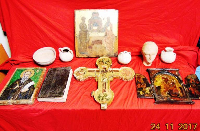 Ζωγράφος – αρχαιοκάπηλος στη Θεσσαλονίκη – Συνελήφθη με βυζαντινές εικόνες και αρχαία αγγεία [pics]