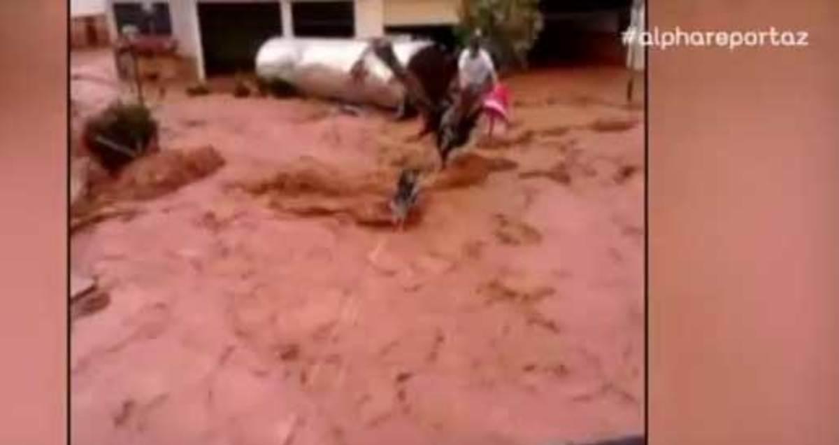 Βίντεο σοκ! Η στιγμή της δραματικής διάσωσης ανθρώπων στη Μάνδρα