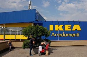Σάλος με το Ikea Μιλάνου – Απέλυσε μητέρα παιδιού με ειδικές ανάγκες