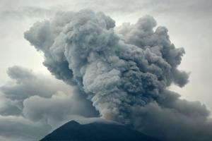 Μπαλί: Το ηφαίστειο Αγκούνγκ απειλεί και κρατά κλειστό το αεροδρόμιο [pics]