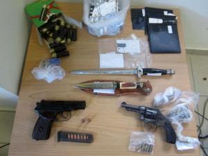 Λάρισα: Σπείρες με μεγάλο… ρεπερτόριο – Ναρκωτικά, όπλα, αρχαία και ληστείες – Μπαράζ συλλήψεων [pics]