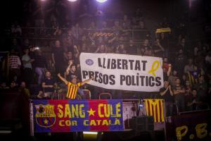 """Μπαρτσελόνα – Ολυμπιακός: Σείστηκε το «Palau Blaugrana»! Το εκκωφαντικό """"liberta"""" μετά το σιωπηλό πεντάλεπτο [vids]"""