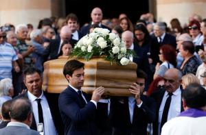"""Χιλιάδες κόσμου στην κηδεία της Μαλτέζας δημοσιογράφου – """"Παρών"""" και ο Ταγιάνι [pics]"""