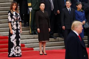 Μελάνια Τραμπ: Made in China – Η καθηλωτική εμφάνιση της