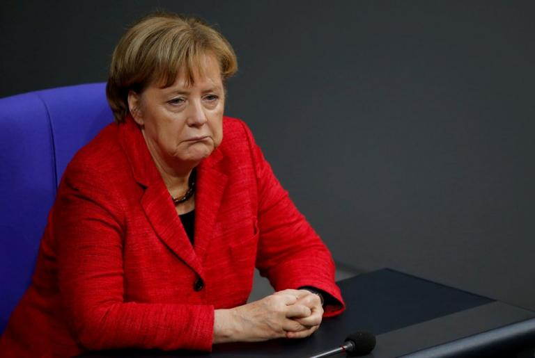 """""""Καρφώνουν"""" Μέρκελ οι συγγενείς των θυμάτων της επίθεσης στη χριστουγεννιάτικη αγορά του Βερολίνου"""