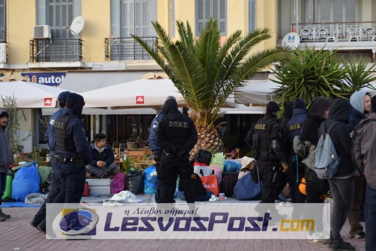 Λέσβος: Με παρέμβαση εισαγγελέα έφυγαν οι μετανάστες από την πλατεία Σαπφούς
