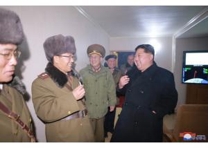 Βόρεια Κορέα: Το τσιγάρο και οι πανηγυρισμοί του Κιμ Γιονγκ Ουν μετά την εκτόξευση πυραύλου