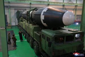 Βόρεια Κορέα: Ο πύραυλος Hwasong-15 μπορεί να πλήξει την Ουάσινγκτον