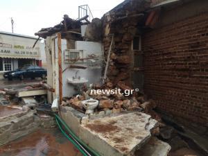 Μάνδρα: Τρύπησε ο τοίχος και μπήκαν νερά! Σε αυτό το σπίτι πνίγηκε η ηλικιωμένη [pics, vid]