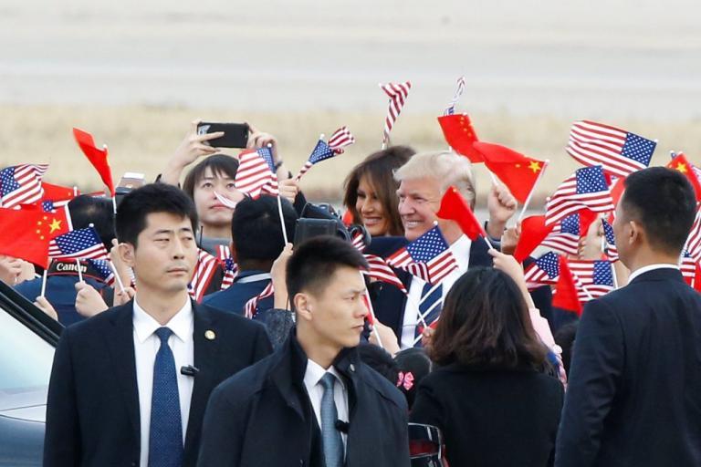"""Υποδοχή… ήρωα για τον Τραμπ στην Κίνα – Η επίσκεψη στην """"Απαγορευμένη Πόλη"""" [pics, vids]"""
