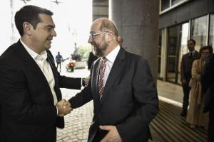 Τσίπρας σε Σουλτς: Ξανακάνε κυβέρνηση με την Μέρκελ