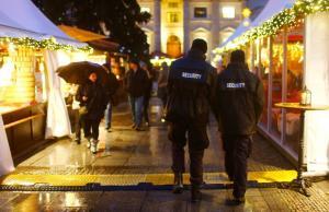 """Βερολίνο: Άνοιξε υπό """"δρακόντεια"""" μέτρα ασφαλείας η χριστουγεννιάτικη αγορά"""