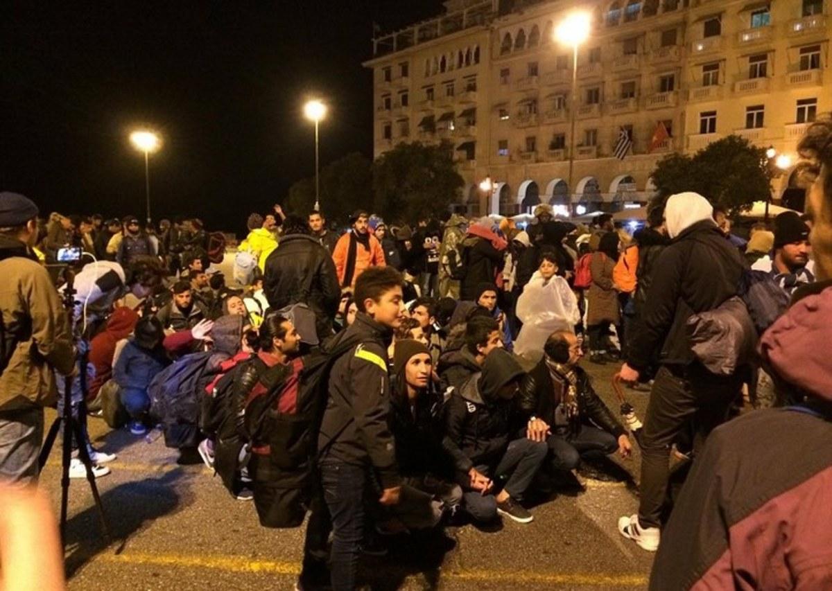 Θεσσαλονίκη: 300 πρόσφυγες ξεκίνησαν με τα πόδια για την Ειδομένη [vid]