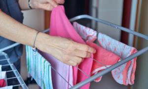 Γιατί πρέπει να ΜΗΝ στεγνώνετε τα ρούχα μέσα στο σπίτι