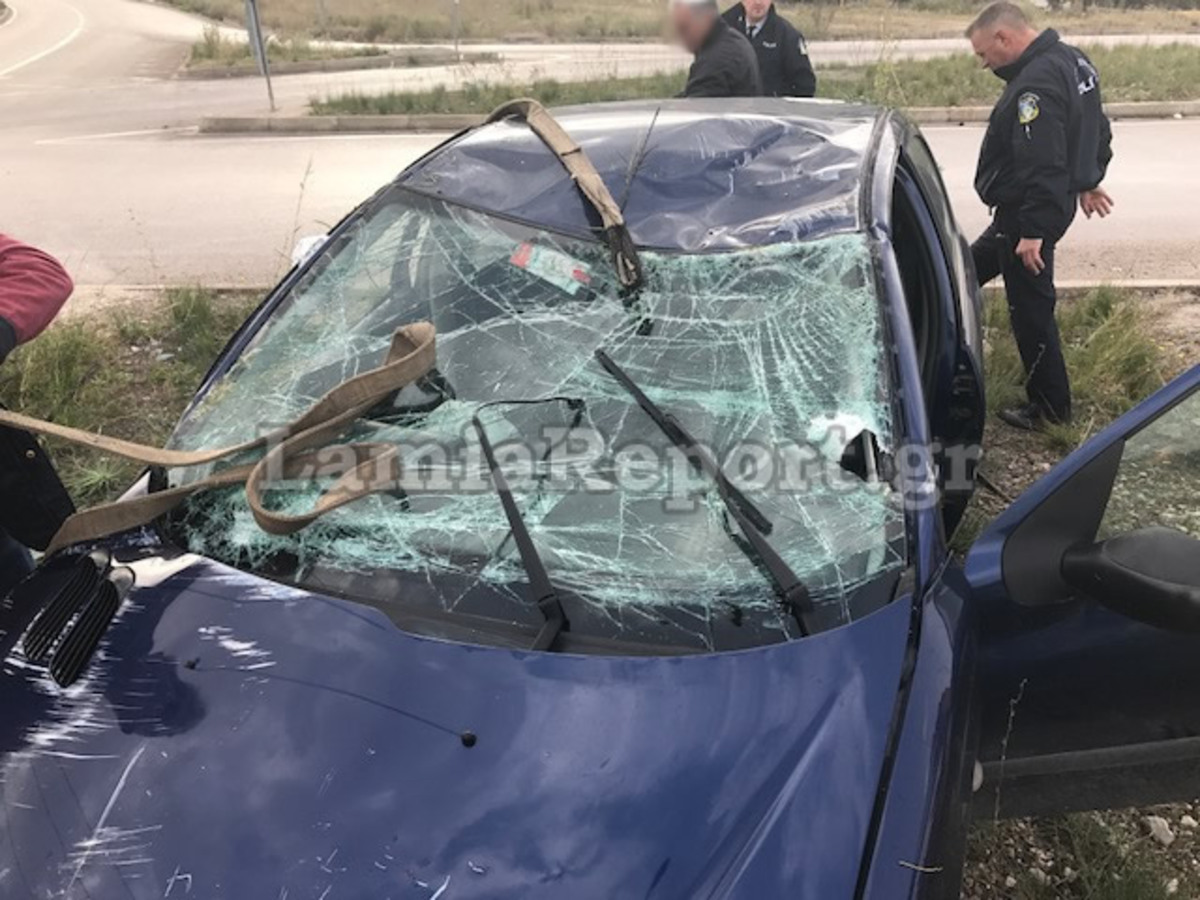 Λαμία: Οι 14 λέξεις του οδηγού που σώθηκε από θαύμα – Δείτε πως έγινε το αυτοκίνητό του σε τροχαίο [pics]
