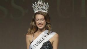 Θέλουν να στείλουν φυλακή την πρώην Μις Τουρκία