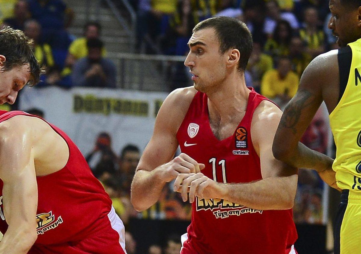 Ολυμπιακός - Μιλουτίνοφ