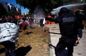 Αργεντινή: Πεδίο μάχης το Μπουένος Άιρες για τις συντάξεις [pics, vids]