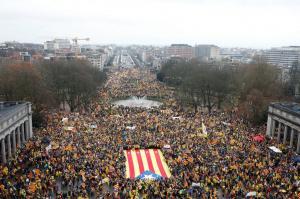 Λαοθάλασσα από Καταλανούς σε διαδήλωση στις Βρυξέλλες