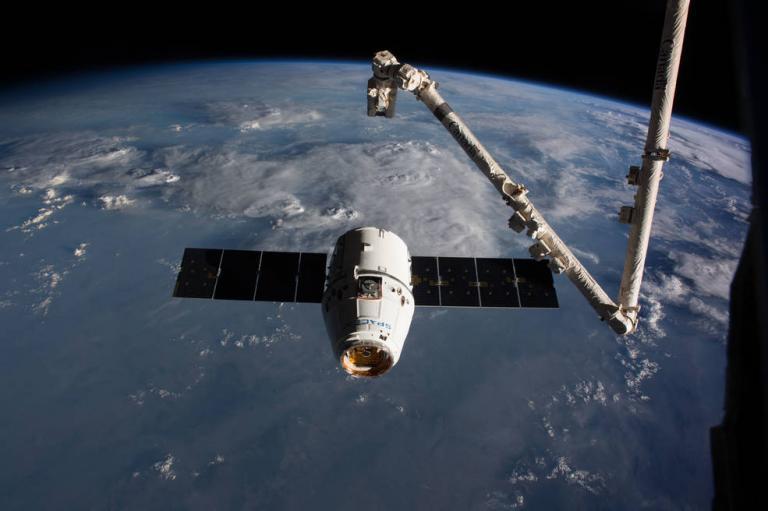 Χριστουγεννιάτικα… πεσκέσια από τον Dragon στον Διεθνή Διαστημικό Σταθμό