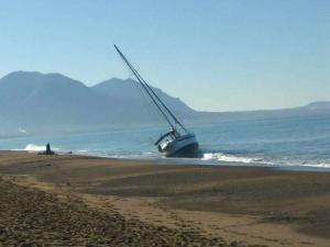 Ιστιοφόρο «φάντασμα» προσάραξε στην Κυπαρισσία