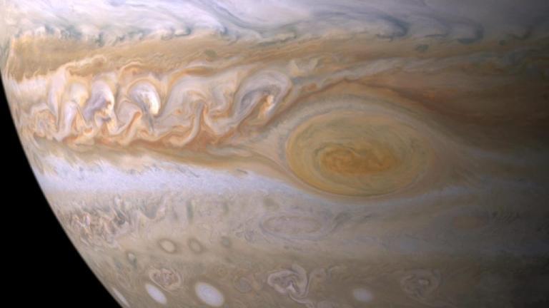 """Η μεγάλη ερυθρά κηλίδα του Δία συρρικνώνεται – Τι """"είδε"""" το Juno [pic, vid]"""