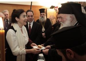 Κοσμικό και πολιτικό γεγονός η κοπή της πίτας από τον Αρχιεπίσκοπο Ιερώνυμο [pics]