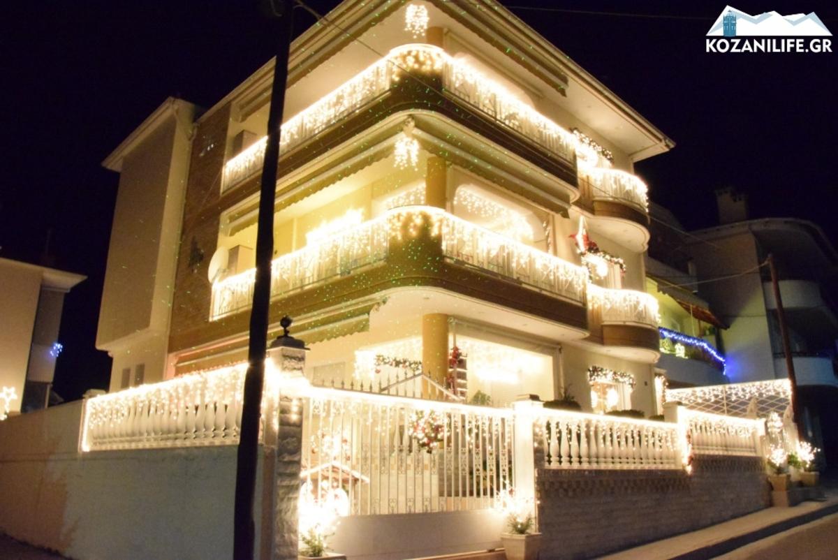 Ζηλεύει ο Φλωρινιώτης! Το πιο… εκτυφλωτικό σπίτι είναι και φέτος στην Κοζάνη [pics, vid]