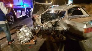 """Λαμία: Φρικιαστικό τροχαίο με δυο νεκρούς – """"Σμπαράλια"""" αυτοκίνητο και μηχανή"""