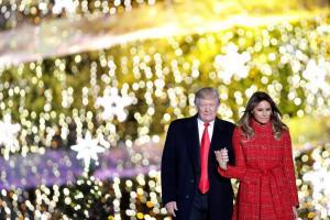 """Μελάνια Τραμπ: """"Φωτιά"""" στα κόκκινα"""