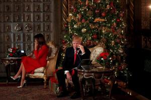 Η Μελάνια και ο Ντόναλντ Τραμπ έκαναν έκπληξη σε παιδιά για τα Χριστούγεννα