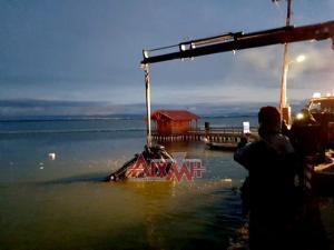 Μεσολόγγι: Νεκρός οδηγός που παρέσυρε ψαρά και έπεσε στη θάλασσα [pics]