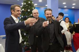 Κυριάκος Μητσοτάκης: Του έψαλλαν τα Πρωτοχρονιάτικα κάλαντα – Οι ιδιαίτερες μαντινάδες [pics]