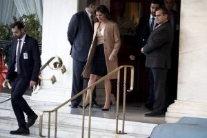 """Εμινέ Ερντογάν – Μπέτυ Μπαζιάνα: Τσάι… """"στο πόδι""""! Συνάντηση """"σφηνάκι"""" στο ξενοδοχείο"""