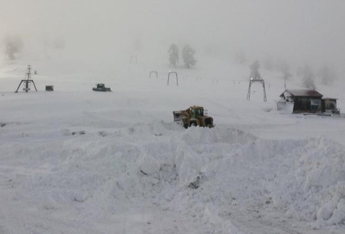 Χιονοστιβάδα παρέσυρε παρέα που έκανε snowboard στα Γρεβενά! Χαροπαλεύει ένας 33χρονος από την Αθήνα