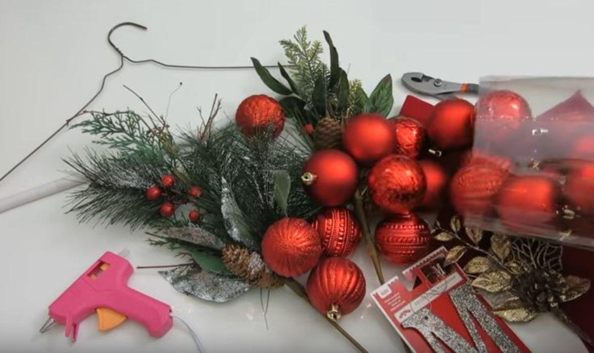 Πώς να φτιάξετε μόνοι σας Χριστουγεννιάτικο στεφάνι