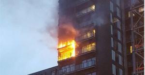Μεγάλη φωτιά σε 12ώροφη πολυκατοικία στο Μάντσεστερ [vids]