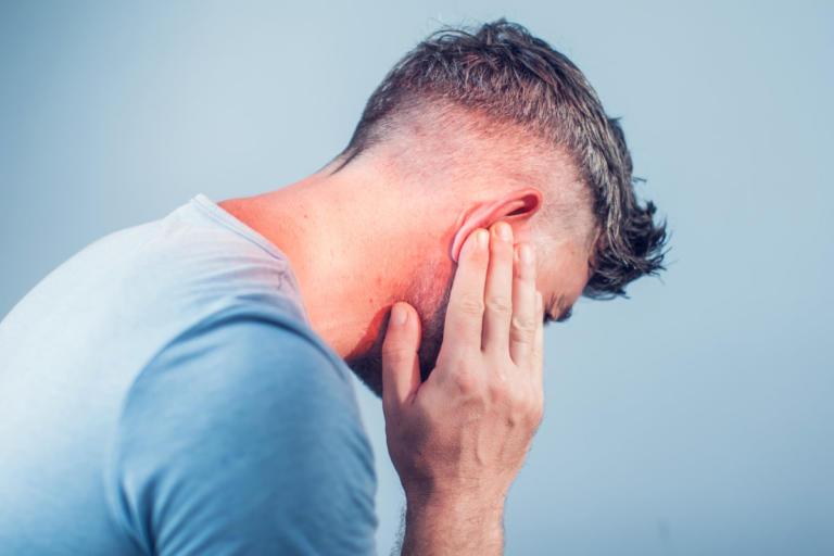 Πόνος στο αυτί: Πότε είναι από κρύωμα και πότε από μόλυνση – Συμπτώματα