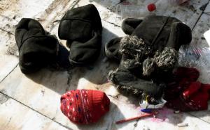 Χίος: Ρούχα και τρόφιμα από τον μητροπολίτη σε παιδιά πρόσφυγες