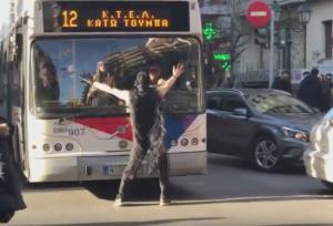 Θεσσαλονίκη: Ο ιδιαίτερος χορός που διέκοψε την κυκλοφορία – Τα στιγμιότυπα της ημέρας [pics, vids]