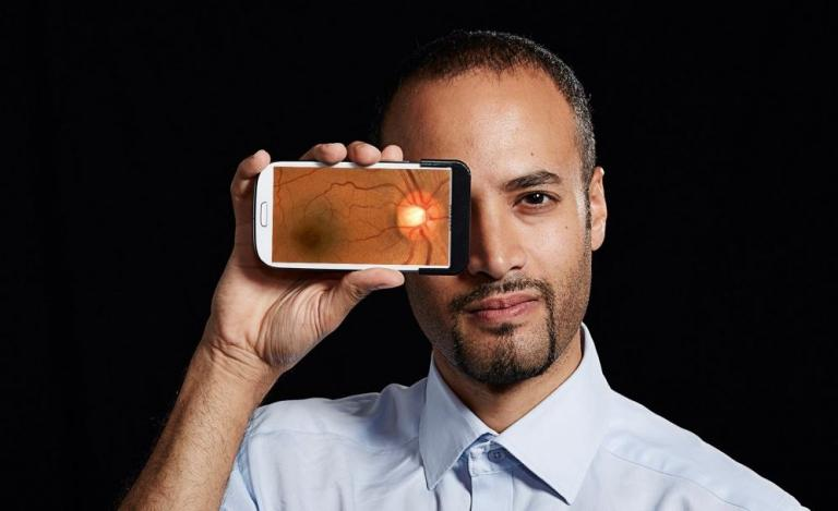 Andrew Bastawrous: Ο άνθρωπος που σώζει την όραση του πλανήτη με το… πραγματικό «Eye phone» [pics, vids] | Newsit.gr