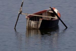Αγνοούνται ψαράδες στη Μικρή Βόλβη Θεσσαλονίκης – Τούμπαρε η βάρκα τους και χάθηκαν!