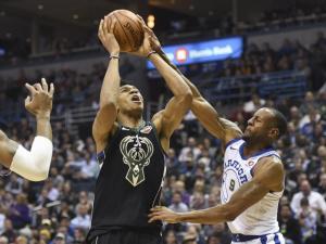 NBA: Καλός ο Αντετοκούνμπο, καλύτεροι οι Γουόριορς! [vids]