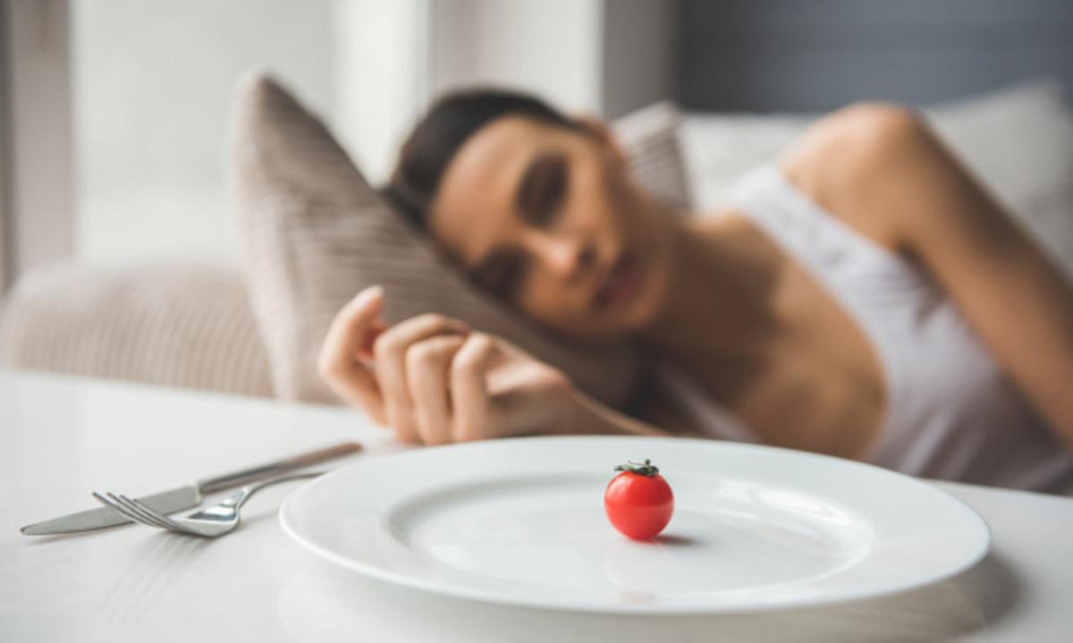 Νευρική ανορεξία: Τα σημάδια ότι κάποιος ξεφεύγει από την κανονική δίαιτα | Newsit.gr