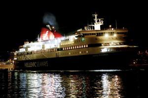 Ικαρία: Σοβαρός τραυματισμός ναυτικού στο πλοίο «Νήσος Μύκονος» – Εφιάλτης στο κατάστρωμα!