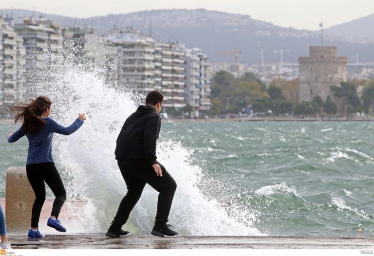 Θεσσαλονίκη: Διακοπές ρεύματος στο κέντρο – Τα προβλήματα που έφεραν οι θυελλώδεις άνεμοι! | Newsit.gr